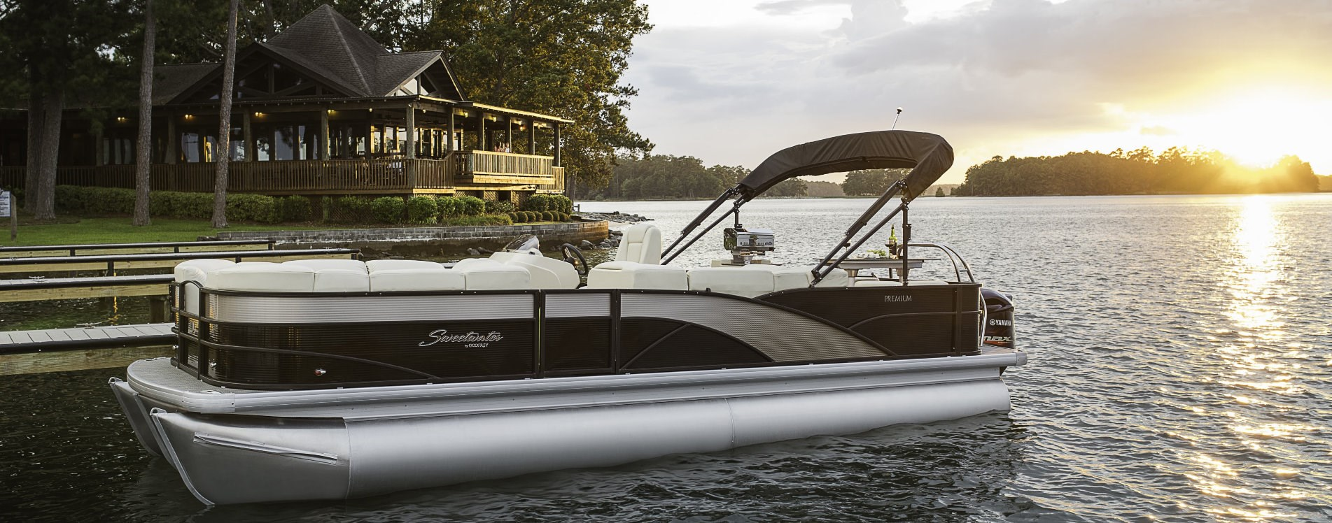 Sweetwater Premium pontoon boats for sale | Johnson Marine